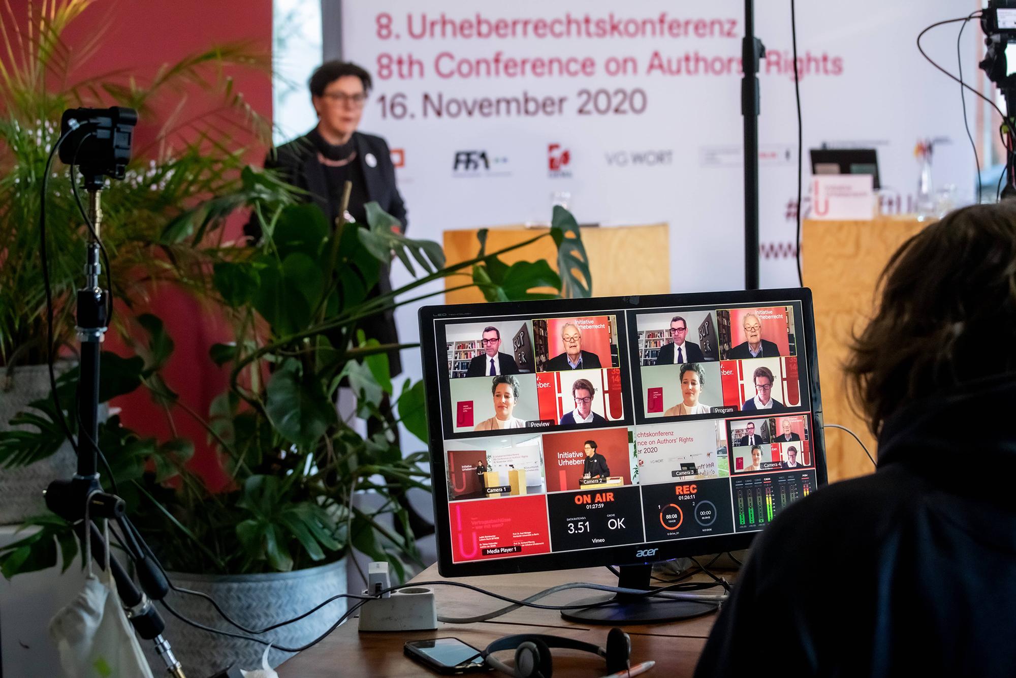 Streaming Bühne und Studio der 8. Urheberrechtskonferenz